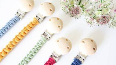 Nuckelbänder Schnullerbänder mit Holzclip in verschiedenen Fraben